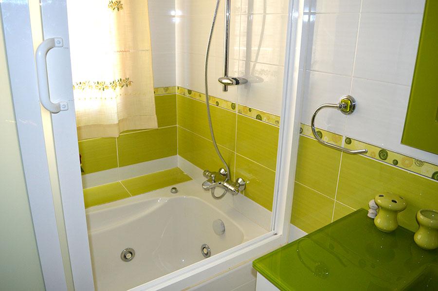 Casa-Rural-El-Balcon-de-Siete-Picos-baño-verde-2