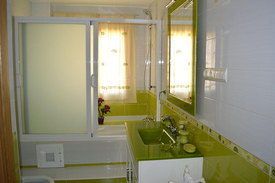 Casa-Rural-El-Balcon-de-Siete-Picos-baño-verde