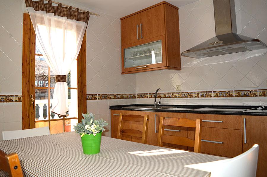 Casa-Rural-El-Balcon-de-Siete-Picos-cocina-4