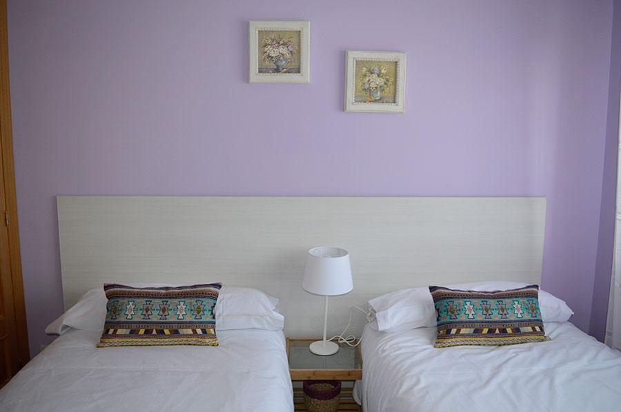 Casa-Rural-El-Balcon-de-Siete-Picos-habitación-lila-2