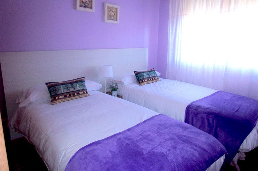 Casa-Rural-El-Balcon-de-Siete-Picos-habitación-lila-3