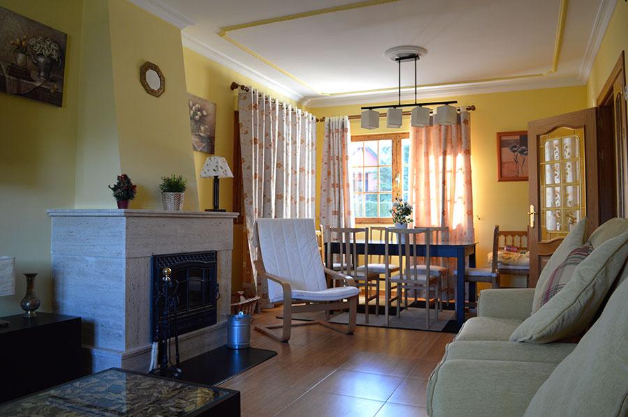 Casa-Rural-El-Balcon-de-Siete-Picos-salon-comedor-2