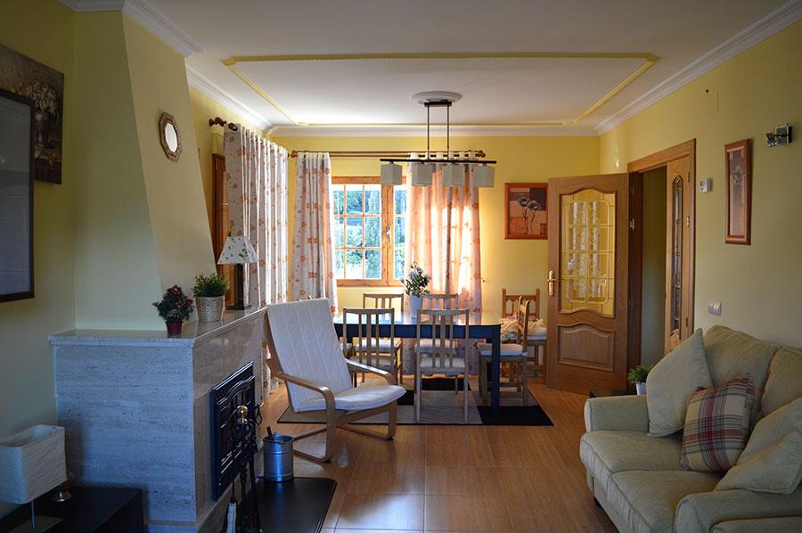 Casa-Rural-El-Balcon-de-Siete-Picos-salon-comedor
